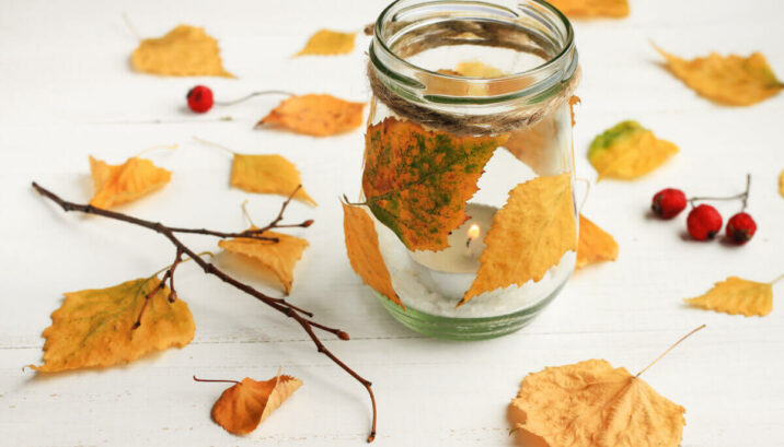 making a mason jar with leaves